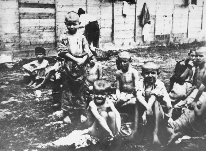 Deca u koncentracionom logoru Jasenovac, NDH.